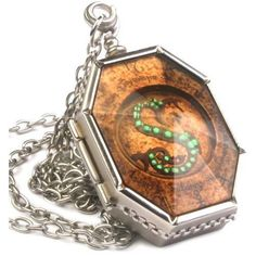 The Noble Collection Harry Potter Slytherin Necklace Horcrux Locket No Note for sale online Collier Harry Potter, Bijoux Harry Potter, Harry Potter Schmuck, Harry Potter Kostüm, Fans D'harry Potter, Harry Potter Necklace, Harry Potter Merchandise, Harry Potter Characters, Hogwarts