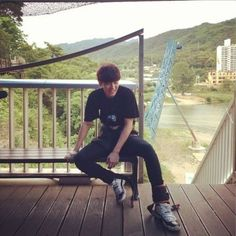 """EXO's Chanyeol Goes Bungee Jumping for """"Roommate"""""""
