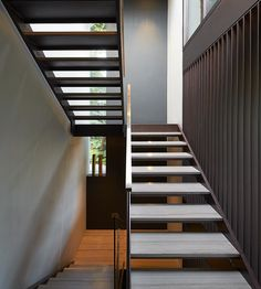 Fitzroy Park House is a contemporary family home designed with a sophisticated living style by Stanton Williams, located in Fitzroy Park, London, UK. Interior Staircase, Modern Staircase, Staircase Design, Beautiful Interior Design, Modern Interior Design, Modern Interiors, Luxury Interior, Interior Ideas, Stanton Williams