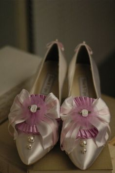 All Manolo / Blagnik ♡ Movie introduced by Movie Marie · Antoinette's shoes like sweets ♡ Rococo Fashion, Vintage Fashion, Bridal Shoes, Wedding Shoes, Wedding Band, Wedding Venues, Cute Shoes, Me Too Shoes, Ballet Shoes