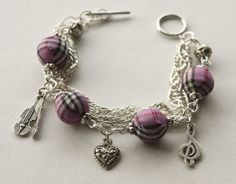 The bracelet is made with 14 mm tartan beads, small tibetan silver beads, silver coated chains and charms. The bracelet has a silver plated clasp. Tartan, Silver Plate, Lilac, Jewelry Box, Charms, Beads, Bracelets, Jewellery Box, Beading
