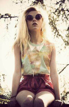 hipster, blonde, girl  i want highwaisted shorts :)