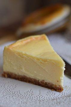 A legkrémesebb sajttorta bögrésen Cake Recipes, Dessert Recipes, Sugar Free Cheesecake, Traditional Cakes, Homemade Cakes, Food Cakes, Christmas Desserts, Cakes And More, Food Porn