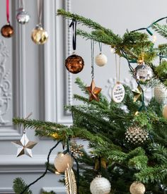Christmas tree decorations in painted wood | H&M HOME