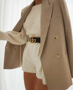 Best Street Style ideas of From outside the frontlines of Fashion Week to the latest celebrity looks, check back for the best street style outfit inspiration. Classy Outfits, Stylish Outfits, Stylish Clothes, Look Fashion, Womens Fashion, Fashion Trends, Girl Fashion, 80s Fashion, Fashion 2020