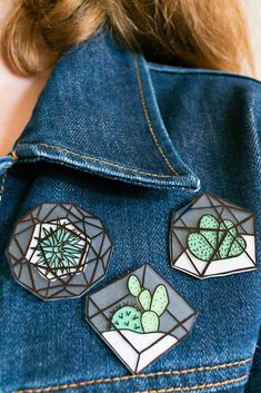 Dazzling Best Collection of Earrings Ideas. Ineffable Best Collection of Earrings Ideas. Shrink Plastic Jewelry, Shrink Art, Terrarium Diy, Shrinky Dinks, Diy Pins, Cool Pins, Pin And Patches, Metal Pins, I Love Jewelry