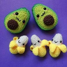 Llaveritos frutales 💚🍌🍌 Bonitos y apetitosos. Dan ganas de darles unas mordidas.😉😉😉 . Patrón banano GanchiGurumi . Patrón aguacate… - Wiezu    Creative knitting ideas models    Great knitting knitting ideas with crochet    Very cute crochet knitted , cute and interesting shapes and designs with wonderful color knitting models .    creative knitting model idea with you . crochet mesh basket, cro... #apetitosos #banano #Bonitos #Dan #darles #frutales #ganas #Llaveritos #mordidas #Patron…