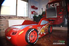 Habitación temática cars para niños Bedroom Themes, Kids Bedroom, Race Car Bedroom, Kids Car Bed, Baby Cribs, Kid Beds, Kids Decor, Bed Design, Kids Furniture