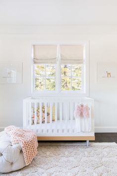 Neutral color palette for your nursery: Photography : Alyssa Rosenheck Photography Read More on SMP: http://www.stylemepretty.com/living/2016/09/12/small-nursery-got-you-down-try-these-space-saving-tips/