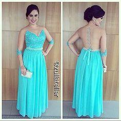 . Madrinha linda de azul tiffany by @zullatelier para casamento no Rio de Janeiro! ✨✨✨ . (Vestido disponível para aluguel.) . Atendimento com hora marcada. ☎️ (28) 3522-6499  (28) 99919-0141 . #vestidodefesta #vestidoazul #vestidoazultiffany #altacostura #vestidodemadrinha