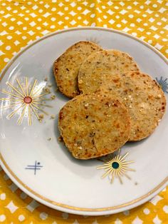 """If you are looking for a simple, impressive, insanely delicious appetizer or snack that you can make in advance look no further. These """"coins"""" are crispy, buttery, nutty, and completely addictive. Homemade Crackers, Yummy Appetizers, Cheddar, Pecan, Oven, Coins, Snacks, Canning, Simple"""