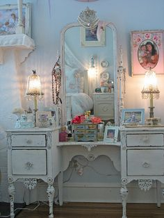 Would love this dresser and everything on it in my BR.....sigh