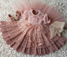 Sağlık Health in your hands 😍 _______________________________________… – bonecas - Baby Clothing Baby Dress Patterns, Doll Clothes Patterns, Doll Patterns, Sewing Patterns, Baby Dress Tutorials, Dresses Kids Girl, Little Girl Dresses, Kids Outfits, Vintage Baby Dresses