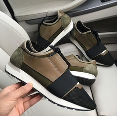 Different Types Of Sneakers Every Man Needs Tennis Fashion, Fashion Shoes, Male Fashion, Versace, High End Shoes, Balenciaga Sneakers, Balenciaga Bag, Skate Wear, Mode Vintage