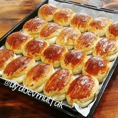 Poğaça tm 23 tane yaptım su b un koydum denedim şahane derya Turkish Recipes, Ethnic Recipes, Bread Shaping, Bread And Pastries, Hot Dog Buns, Pasta Recipes, Clean Eating, Food And Drink, Tasty