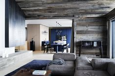 Natural materials such as weathered wood and leather are naturally combined with the targeted colour accents in deep blue.