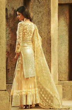 Here are the 12 simple yet gorgeous looks for the Indian bride in white across different styles. Read on to view the bridal looks at New Love Times Pakistani Wedding Outfits, Pakistani Dresses, Indian Dresses, Indian Outfits, Wedding Attire, Wedding Dress, Pakistani Couture, Indian Couture, India Fashion