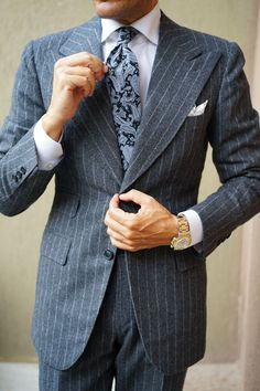 Learn to live in Style. Classy Suits, Cool Suits, Mens Fashion Suits, Mens Suits, Suit Combinations, Paisley Tie, Tie Styles, Menswear, How To Wear