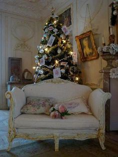 DIY fancy miniature Louis XV sofa tutorial for a dollhouse - awesome look, and surprisingly easy!