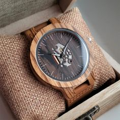 Drevené hodinky TECHNO Krabi, Wood Watch, Techno, Watches, Retro, Accessories, Fashion, Wooden Clock, Moda