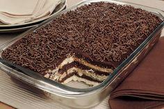 Receita Fácil de Palha Italiana Gigante Para Pascoa Summer Desserts, Easy Desserts, Delicious Desserts, Yummy Food, Cake Recipes, Dessert Recipes, Waffle Cake, Icebox Cake, Xmas Food