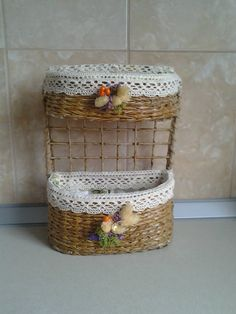 cannucce di carta Newspaper Crafts, Paper Basket, Diy Storage, Diy Projects To Try, Beach Themes, Basket Weaving, Diy Furniture, Interior Decorating, Recycling