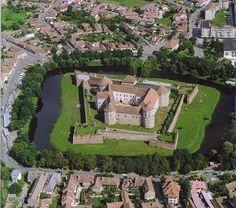 Fagaras castle - a star fort with moat in Romania Medieval Fortress, Medieval Castle, Castle House, Castle Ruins, Castillo Bodiam, Beautiful Castles, Beautiful Places, Romanian Castles, Places Around The World