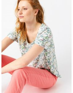 With an all-over print we designed in-house, our Papyrus top is cut from a light fabric so is perfect for when the weather warms up, has short sleeves and is cut for a relaxed fit. Pair with jeans for an easy summer look. White Stuff, Summer Looks, Bell Sleeve Top, Short Sleeves, Spring Summer, Boutique, Fabric, Toy Storage, Canada