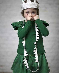 Peter Pan Crocodile/Tick Tock Croc inspiration little fashion week Little Fashion, Young Fashion, Kids Fashion, Amelie, Choo, Inspiration Mode, Halloween Kostüm, Stylish Kids, Kid Styles