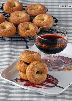 Charlando con mi madre el otro día me comentó que en la panadería del barrio de su casa en Murcia habían empezado a vender un nuevo dulce, unas...