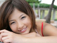 Dental salon in Tokyo specializes in giving girls crooked teeth.