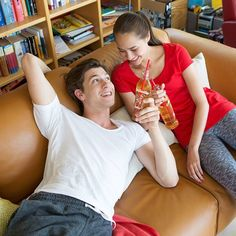 Almdudler & Chill 🛋 😏 #almdudler #lassunsdudeln Gaudi, Couple Photos, Couples, Instagram Posts, Couple Shots, Couple Pics, Couple Photography, Romantic Couples, Couple