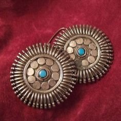 Silver, turquoise, India     Description     Nice round earrings with a nice design : these earrings are worn close to the ear.      Weight:21grx2        Height:  :1,96inch