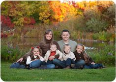 Great outdoor posing for family of six.