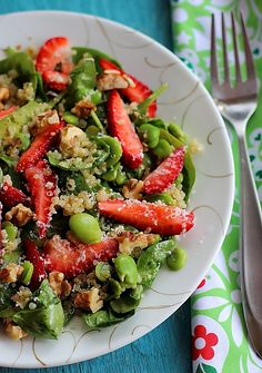 Summer Spinach, Strawberry & Quinoa Salad!
