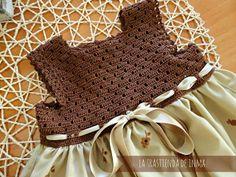 The back of INMA: crochet and fabric. Crochet Dress Girl, Crochet Girls, Crochet For Kids, Crochet Clothes, Crochet Fabric, Cotton Crochet, Knit Crochet, Diy Crafts Dress, Diy Dress
