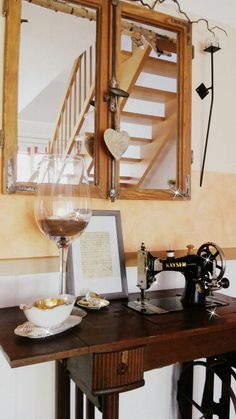 eine alte n hmaschine auf der man je nach jahreszeit sch n dekorieren kann balkonideen. Black Bedroom Furniture Sets. Home Design Ideas