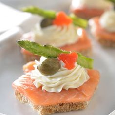 Bocadillos de salmón.