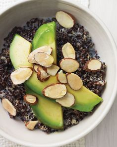 Black Quinoa with Avocado, Almonds and Honey for breakfast. Black quinoa (like red) has a firmer texture than the white variety, and makes a great alternative to breakfast cereal. Soft avocado provides a great contrast. Breakfast Desayunos, Vegetarian Breakfast, Breakfast Recipes, Vegetarian Recipes, Healthy Recipes, Breakfast Ideas, Avocado Breakfast, Health Breakfast, Breakfast Porridge