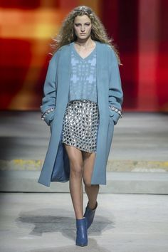 https://www.vogue.com/fashion-shows/spring-2018-ready-to-wear/topshop-unique/slideshow/collection
