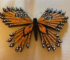 Diy Crafts To Do, Cute Crafts, Handmade Christmas Decorations, Christmas Crafts, Wooden Clothespin Crafts, Magazine Crafts, Butterfly Crafts, Dollar Tree Crafts, Wreath Crafts