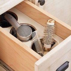 Roll Out: 17 Ways to Organize Drawers via Brit + Co. Tällainen olis kyllä aika siisti kampauspisteessä.