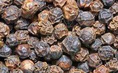 The top health benefits of black pepper include its ability to help aid digestion & weight loss. Soups & traditional tonics made with black pepper help treat cold & cough. Black Pepper Health Benefits, Heath Care, Food Articles, Natural Medicine, Real Food Recipes, Real Foods, How To Stay Healthy, Health And Wellness, Spices