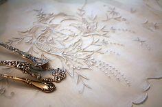 www.romantichome.blogspot.com - Beautiful vintage linen