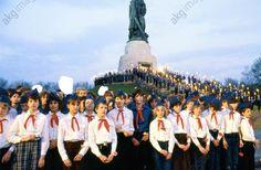 DDR Pioniere und FDJler in Ost-Berlin,Thälmannpioniere,Freie-Deutsche-Jugend,DDR Jungpioniere,DDR Kinder und Jugend