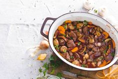 Boeuf Bourguignon - by Allerhande. Meat Recipes, Dinner Recipes, Cooking Recipes, Healthy Recipes, Beef Bourguignon, I Love Food, Good Food, Yummy Food, Enjoy Your Meal