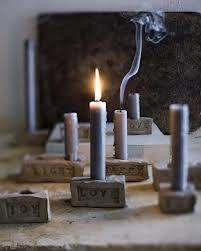 kaarsenstandaard maken van klei - rechthoeken, druk er eventueel met letters de naam of het nummer   van de zondag in