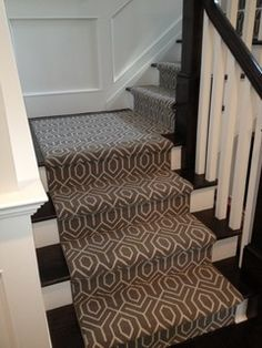 Geometric Stair Runner-Gray and White. NB landing treatment