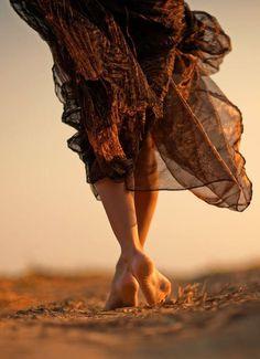 Vou me vestir de fé e caminhar na certeza que Deus está comigo por onde eu for!  [ Marta Souza ]