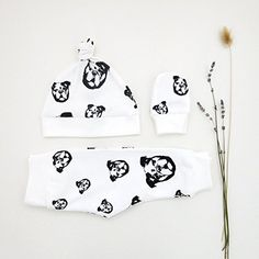 Bulldog Organic Baby Leggings And Hat Set, Bulldog Baby Shower, Bulldog Baby Gifts, Dog Themed Baby Gifts, Unisex Baby Clothes With Bulldog Baby Hat And Mittens, Baby Hats Knitting, Newborn Gifts, Baby Gifts, Baby Coming Home Outfit, Newborn Beanie, Organic Baby, Organic Cotton, Baby Leggings